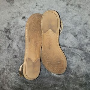 Boc strappy flat sandals in gold sz 9